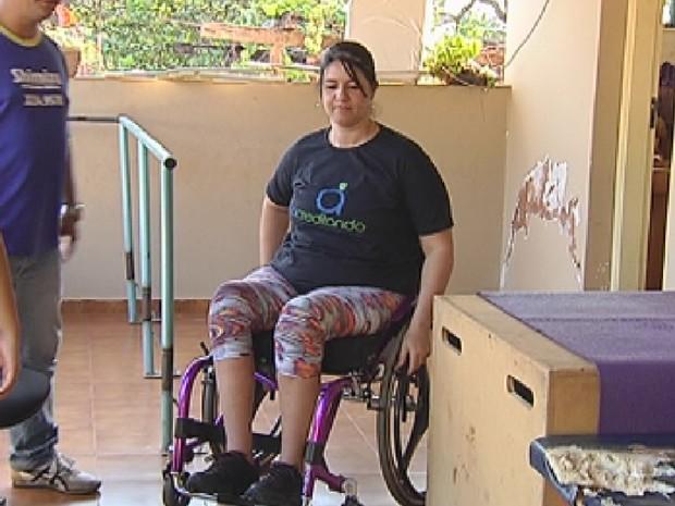 Professora faz tratamento após sofrer acidente de carro (Foto: Reprodução/ TV TEM)