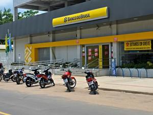Banco do Brasil aderiu a greve em Cruzeiro do Sul  (Foto: Adelcimar Carvalho/G1)
