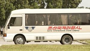 Ônibus de excursão pela Coreia do Norte (Foto: Gabriel Prehn Britto/Arquivo pessoal)
