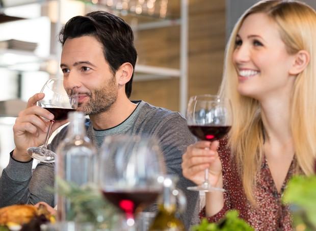 O consumo de álcool durante a amamentação deve ser restrito a ocasiões especiais (Foto: Thinkstock)