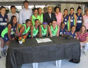 Contrato renovação basquete feminino Santos (Foto: Bruno Gutierrez)