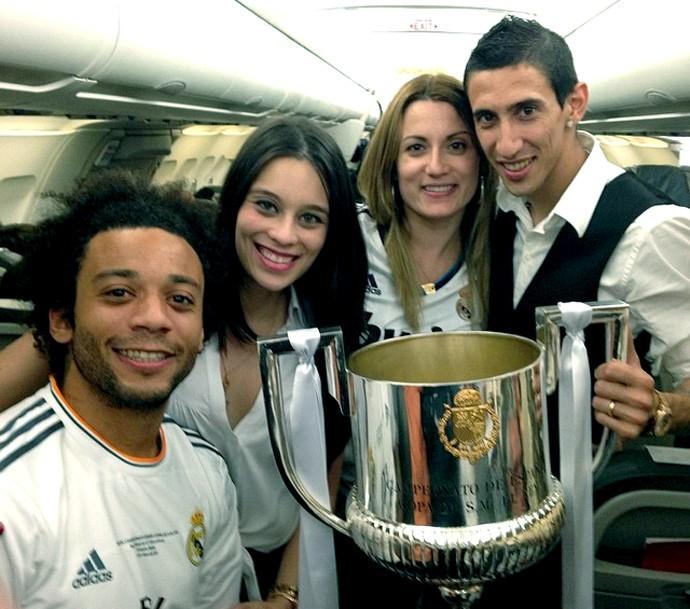 Esposas dos jogadores comemoram com a taça do Real Madrid (Foto: Reprodução / Instagram)