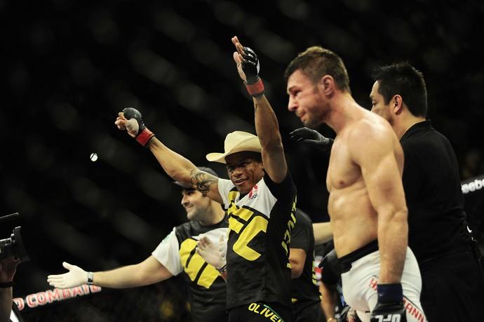 Alex Cowboy x Piotr Hallmann UFC São Paulo (Foto: Marcos Ribolli)