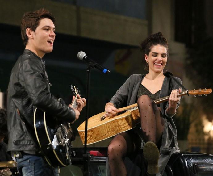 João e Ciça durante show da banda (Foto: Isabella Pinheiro/Gshow)