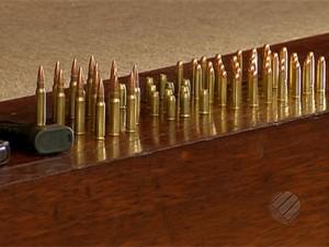 Uma grande quantidade de armamentos foram apreendidas com os suspeitos. (Foto: Reprodução/TV Liberal)