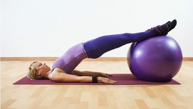 Pilates pode ser uma boa alternativa para quem sofre de dor nas costas (Foto: Thinkstock/BBC)