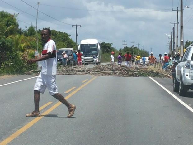 Moraadores interditaram BR-402, entre Rosário e Morros (Foto: Divulgação/PRF)