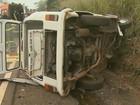 Colisão frontal entre carro e Kombi deixa 9 feridos na SP-338, em Mococa