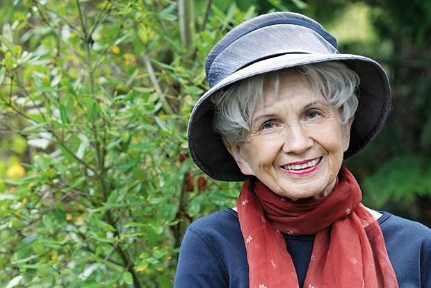 RECONHECIMENTO A contista canadense Alice Munro em Victoria, Canadá. Por vencer o Nobel de Literatura no ano passado, ela ajudou a valorizar o conto no mercado editorial (Foto: Kim Stallknecht)