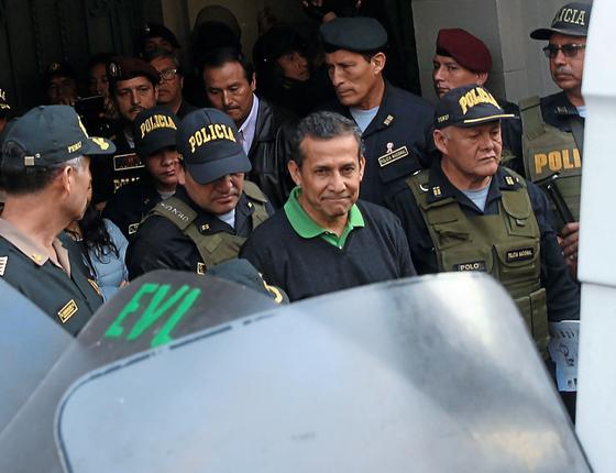 O ex-presidente Ollanta Humala ao ser  preso.Sua prisão foi decretada depois de colaboração do MPF brasileiro (Foto: Ernesto Arias/EFE)