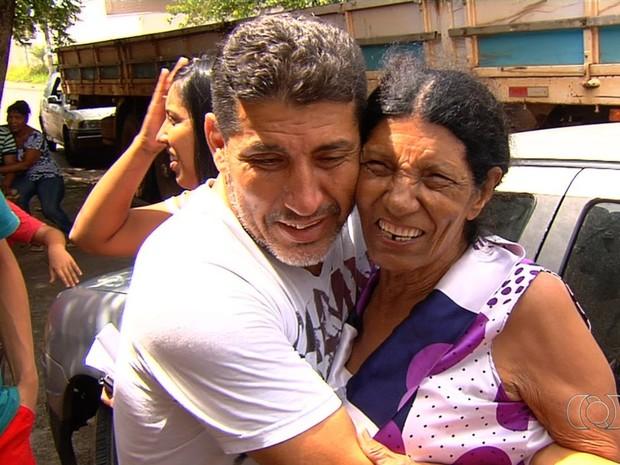 Idosa desaparecida é localizada ao entrar em festa de desconhecidos, em Goiânia, Goiás (Foto: Reprodução/TV Anhanguera)