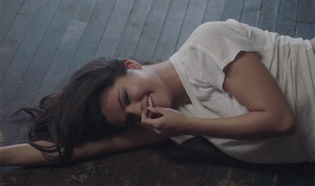 A faixa é co-escrito por Selena Gomez e tem participação do rapper A$AP Rocky (Foto: Reprodução)