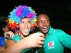 Jogadores de futebol esquecem a bola e curtem sábado de carnaval pelo Brasil