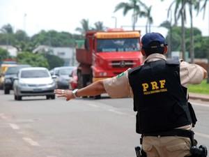 Operação Semana Santa contou com ações na BR-135 (Foto: Douglas Júnior/O Estado)
