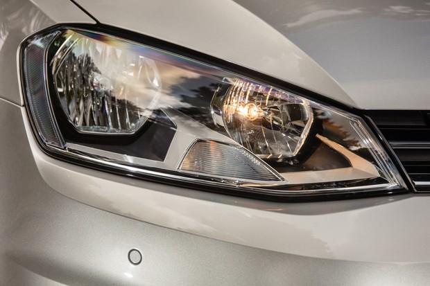 Farol do Volkswagen Golf 1.6 nacional (Foto: Marcos Camargo / Autoesporte)