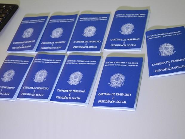Emissão de carteiras de trabalho em Cacoal, RO (Foto: Magda Oliveira/G1)