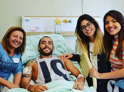 alan ruschel posta após acidente, no hospital (Foto: Reprodução)