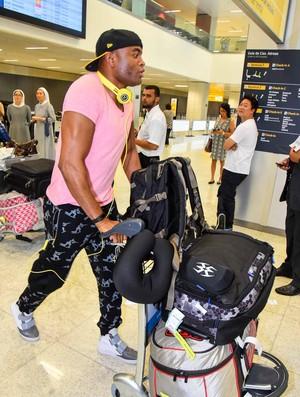 Anderson Silva desembarca no Brasil