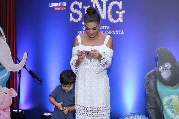 Juliana Paes e o filho (Foto: Thyago Andrade/Brazil News)