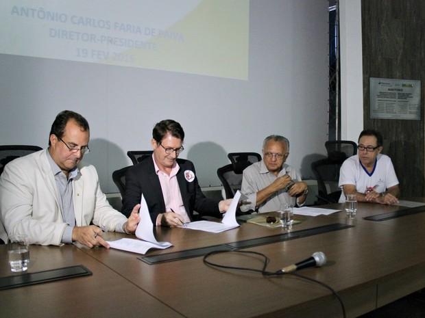 A assinatura do termo ocorreu nesta sexta-feira na sede da Eletrobrás, em Manaus (Foto: Indiara Bessa/G1 AM)
