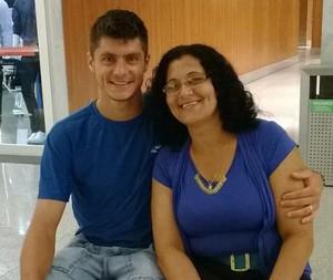 Carlinho Rech zagueiro Remo com a mãe Raquel (Foto: Arquivo pessoal)