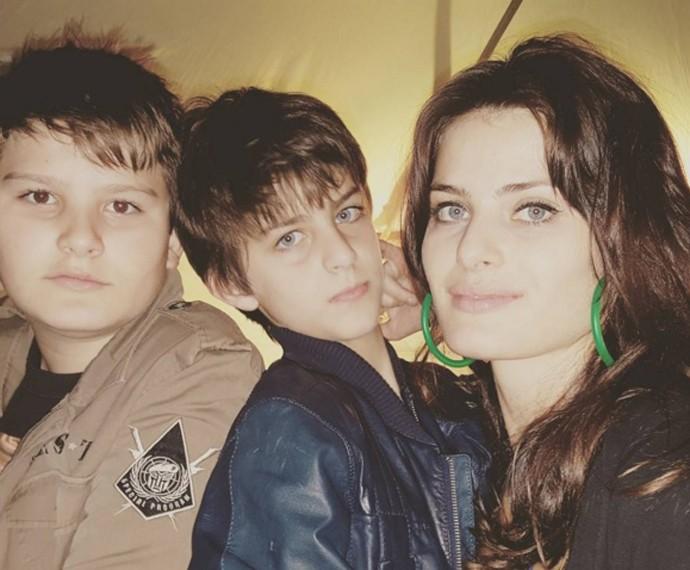 Isabeli conta com a ajuda de Di para criar seus filhos Lucas e Zion (Foto: Arquivo pessoal)