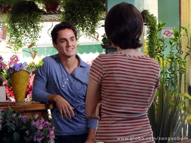O cinegrafista diz que Giane poderia virar modelo (Foto: Sangue Bom/TV Globo)