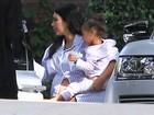 Kim Kardashian ganha chá de bebê e posa de pijamas com as irmãs