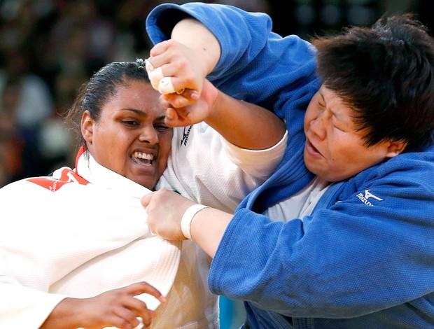 Maria Suelen na luta de judô contra  Tong Wen  (Foto: Reuters)