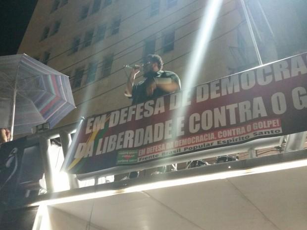 5eef35e0fd Bnegão faz apresentação surpresa em manifestação a favor de governo no  centro de Vitória
