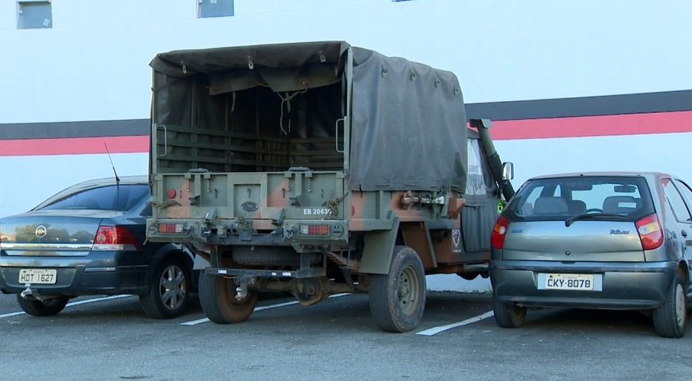 Polícia do Exército acompanhou registro da ocorrência, em Campinas (Foto: Reprodução / EPTV)