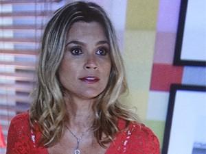 Érica põe Théo para correr (Foto: Salve Jorge/TV Globo)