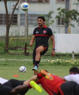 treino Flamengo-PI, Athirson (Foto: Abdias Bideh/GloboEsporte.com)