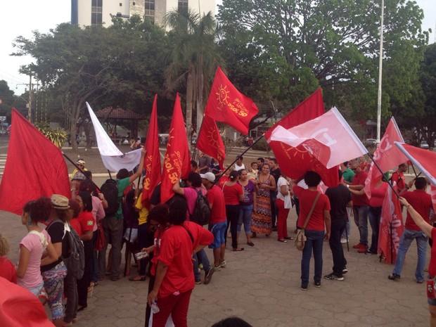 Amapaenses fazem ato contra o  impeachment da presidente Dilma (Foto: Abinoan Santiago/G1)