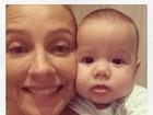 Luana Piovani posa com a pequena Liz e comemora: 'Tenho uma filha'