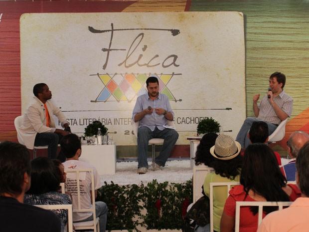 Mesa foi formada por Fernando Conceição, Rosel Soares (mediador) e Jerônimo Teixeira (Foto: Ida Sandes/G1)