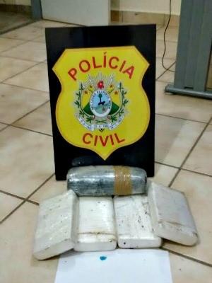 Polícia apreendeu mais de 6 kg de drogas em Cruzeiro do Sul  (Foto: Divulgação/Polícia Civil)