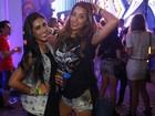 Ex-BBB Talita curte Rock in Rio soltinha e vai até o chão com Amanda