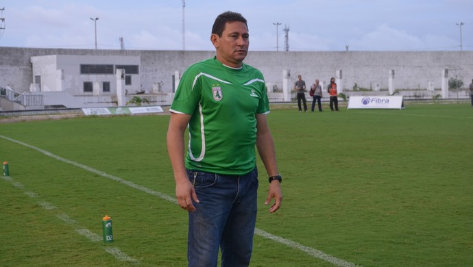 Roberto Carlos, técnico do Sousa (Foto: Hévilla Wanderley / GloboEsporte.com)