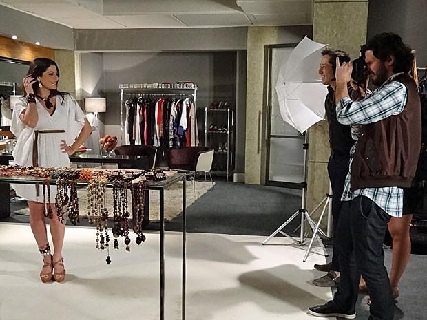 Jacira recebe várias elogios de Gil e do fotógrafo (Foto: Amor Eterno Amor/TV Globo)