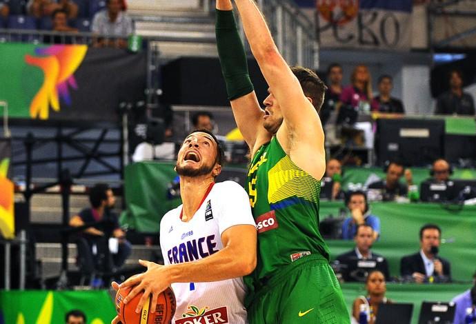 Raulzinho jogo Brasil x França basquete Copa do Mundo (Foto: AFP)