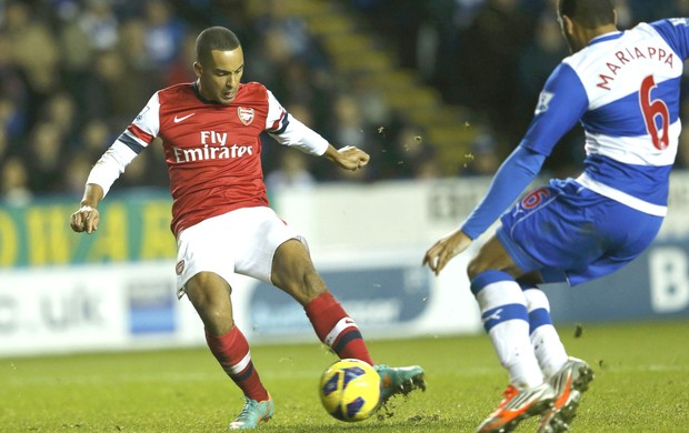 Walcott, Arsenal x Reading (Foto: Agência Reuters)