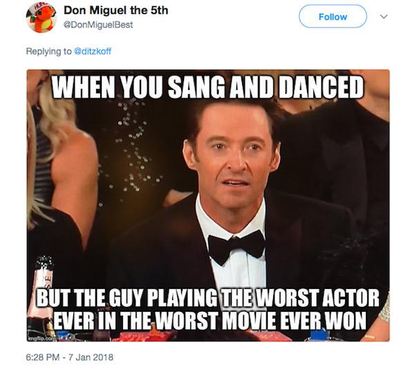 O meme com a reação de Hugh Jackman no Globo de Ouro 2018 (Foto: Twitter)
