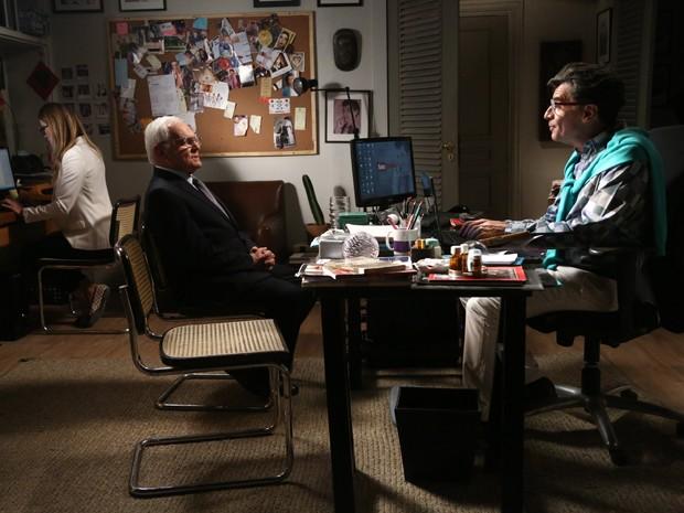 Téo recebe Silviano em sua casa (Foto: Raphael Dias/ Gshow)