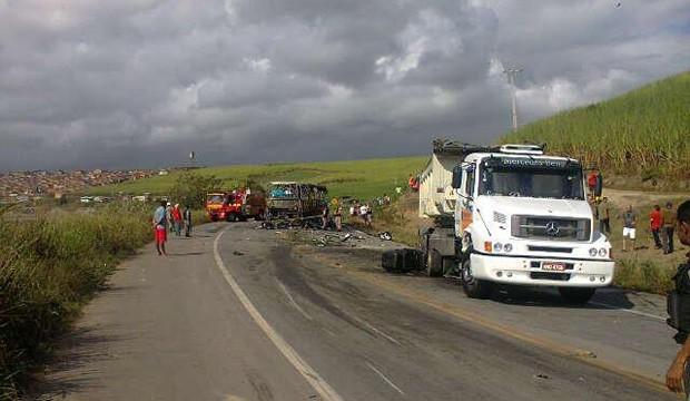 Acidente deixou quatro mortos na BR-101 em Messias (Foto: Divulgação/PRF-AL)
