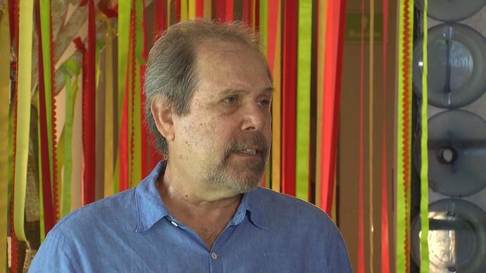Luiz Afonso: livro sobre anos 70 escrito por mais de 200 pessoas (Foto: TV Bahia)
