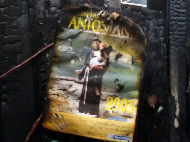 Imagem de Santo Antônio ficou quase intacta após incêndio (Foto: Corpo de Bombeiros/Divulgação)