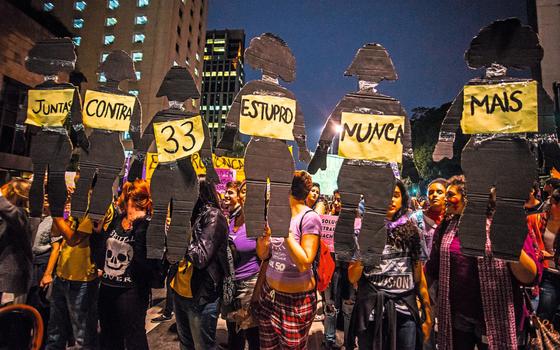 Manifestação em 2016 contra a cultura do estupro (Foto:  Cris Faga/Fox Press Photo/Folhapress)
