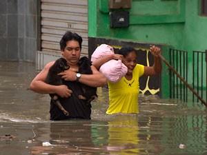 Emergências devido à chuva passam do dobro em uma hora (Foto: Imagens/ TV Bahia)