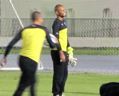 Jefferson treina com os reservas do Botafogo nesta segunda-feira (Foto: Gustavo Rotstein / GloboEsporte.com)